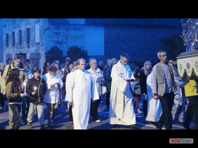 L'abbé J-M L'Hermitte dans la procession