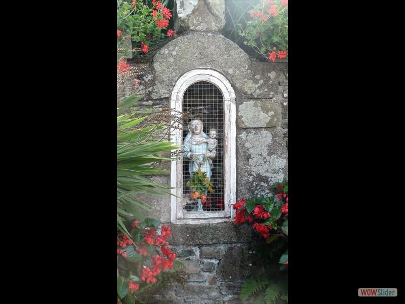 Pardon de Sélédin statue de ND à la fontaine