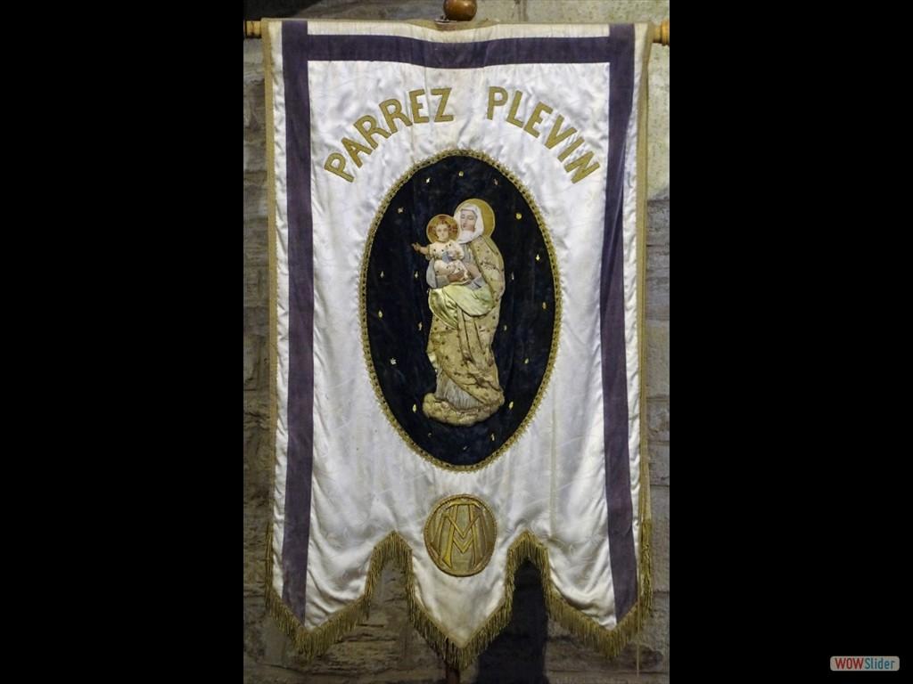 Pardon du père Maunoir la bannière de la paroisse