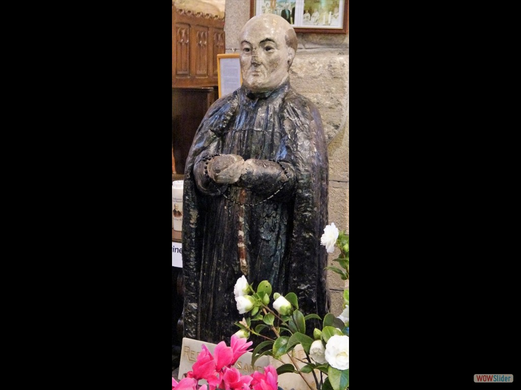 Pardon du père Maunoir la statue de Tad Mad dans l'église