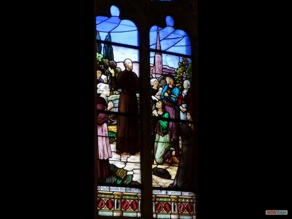 Pardon du père Maunoir un vitrail dans l'église 2